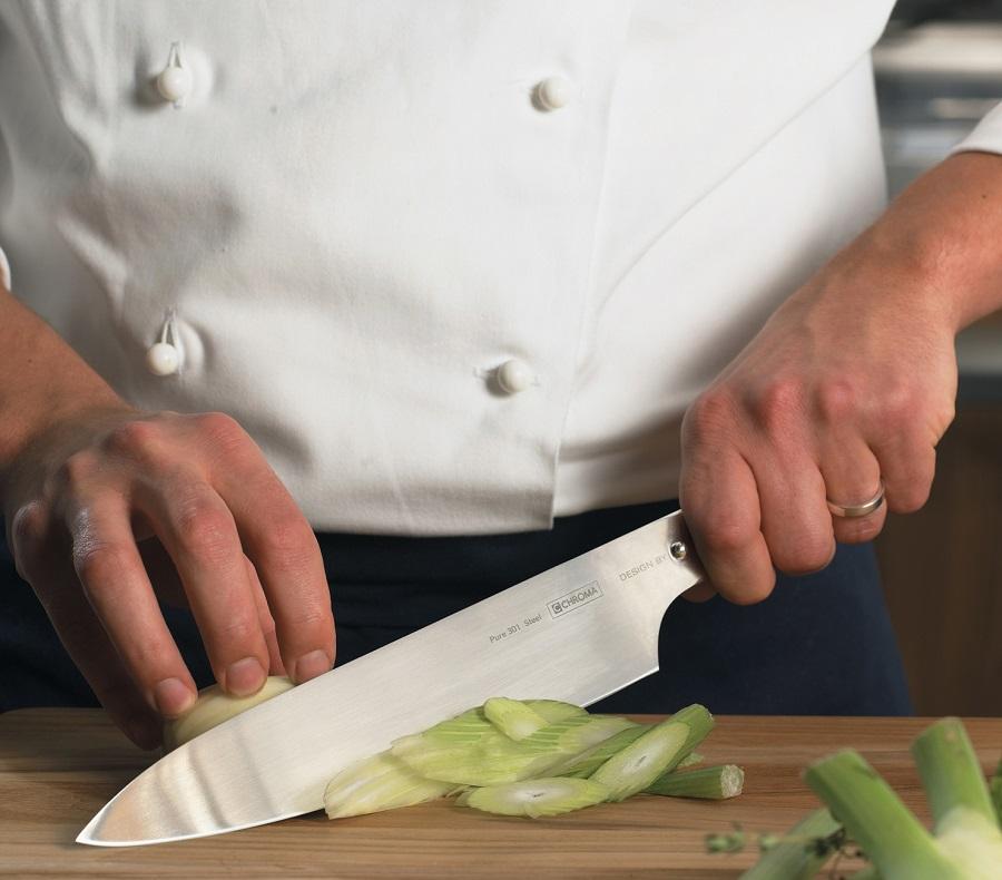 Top chef coupe des légumes