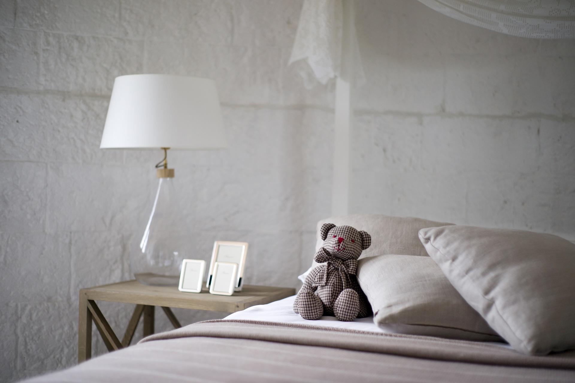comment bien clairer une chambre h auteurs de l 39 actualit. Black Bedroom Furniture Sets. Home Design Ideas