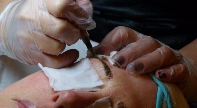 Opter pour une nouvelle technique de maquillage : le tatouage permanent