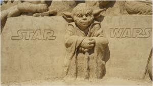 La sculpture de maître Jedi en sable