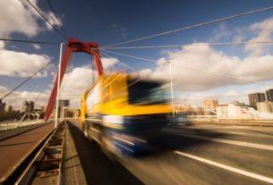 camion routier à grande vitesse