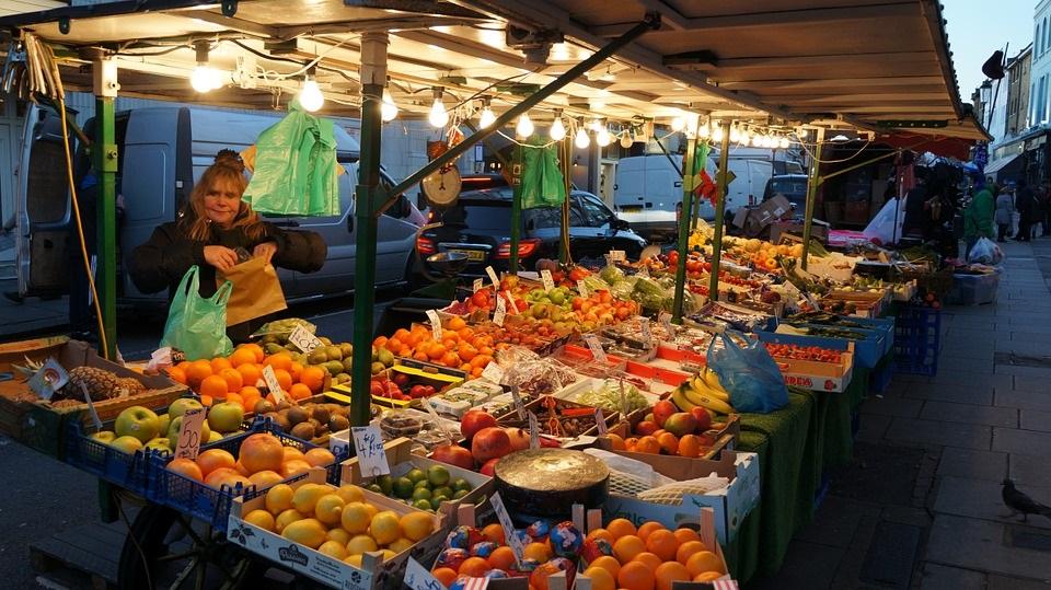 étale marche fruits et légumes